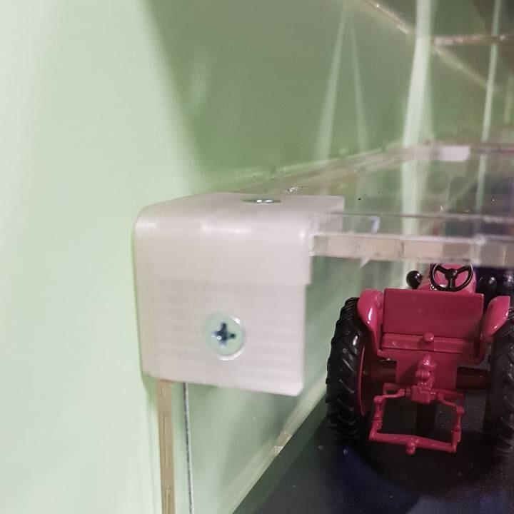 3D печать партии уголков для коллекционных настенных полок