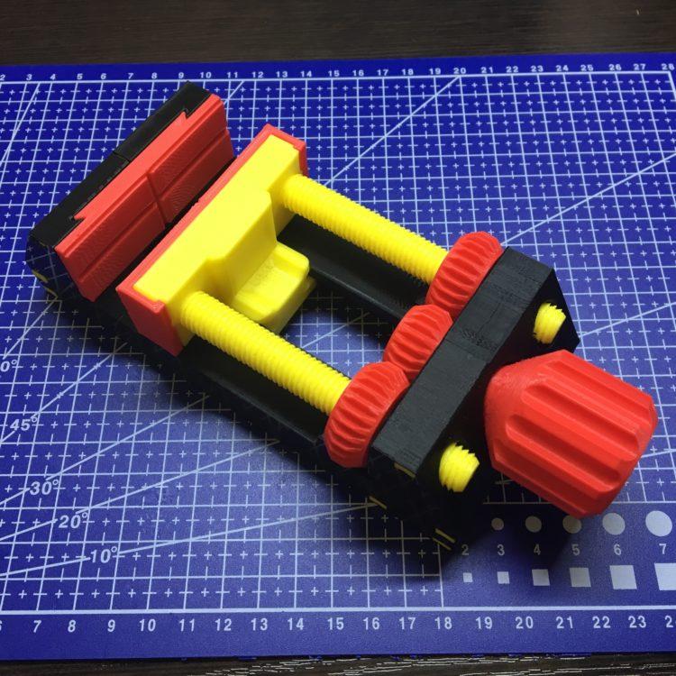 3D печать держателя для монтажа печатных плат